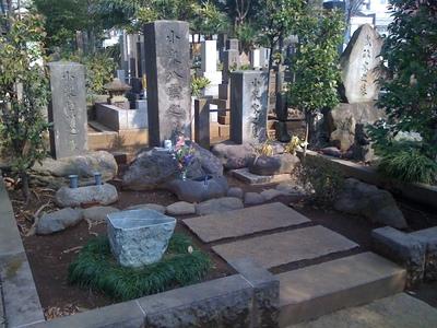小泉八雲の墓.jpg