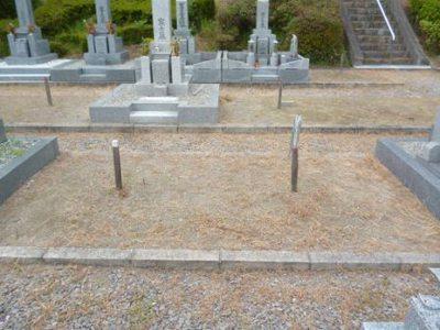 後の墓石と杭修正.jpg