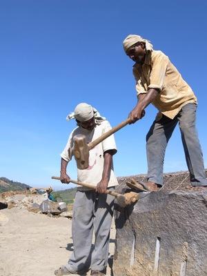 インドの石割り.jpg