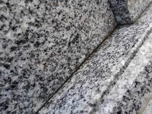 石の隙間.jpg