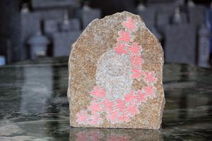 庵治石の素朴な地蔵1.JPG